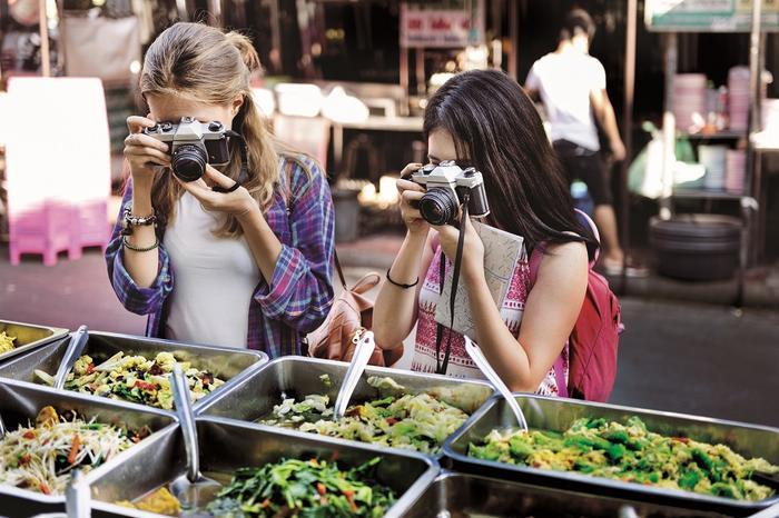 Bezluterkowiec jest lekki ale robi dużo lepsze zdjęcia niż aparat kompaktowy - brzmi jak idealny sprzęt foto na wakacje.