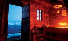 Widok z górskiej chaty na lodowiec Aletsch