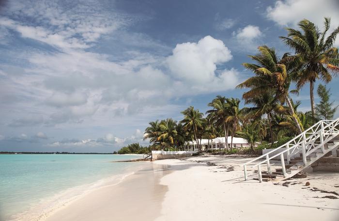 Spanish Wells ma piękną plażę, ale hoteli działa tu niewiele. Miejscowi utrzymują się głównie z połowów