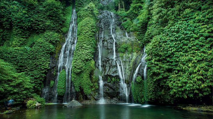 W północnej części wyspy znajduje się wiele rzadko odwiedzanych wodospadów