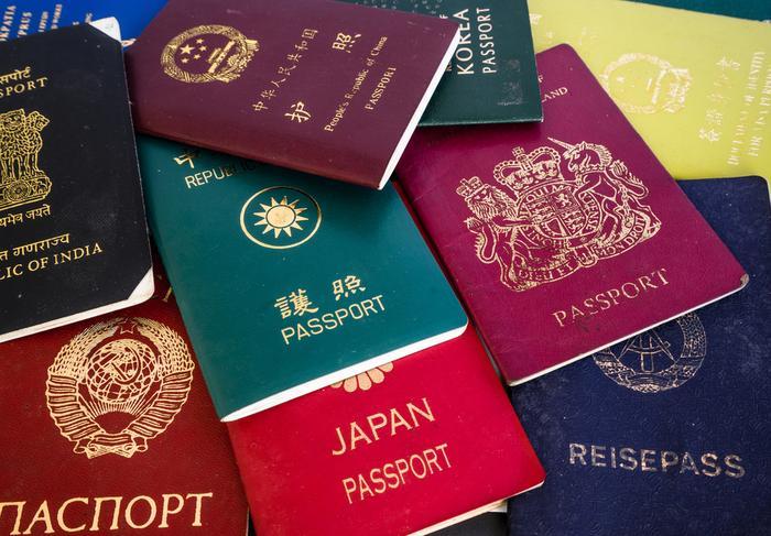 Paszporty z różnych państw świata