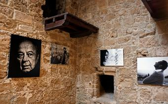 Wystawa fotograficzna w murach bizantyńskiego zamku w Pafos