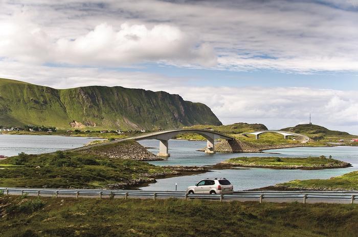 Norwegia, archipelag Lofotów połączony jest są ze sobą mostami i tunelami