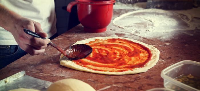 Tak powstaje tradycyjna włoska pizza