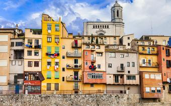 Girona to jeden z popularnych kierunków tanich linii lotniczych