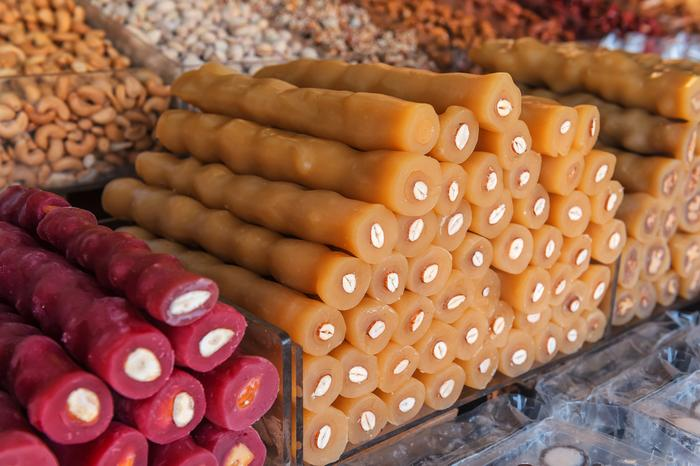 Czurczchela, deser z orzechów i winogron popularny w Gruzji, Turcji i na Cyprze