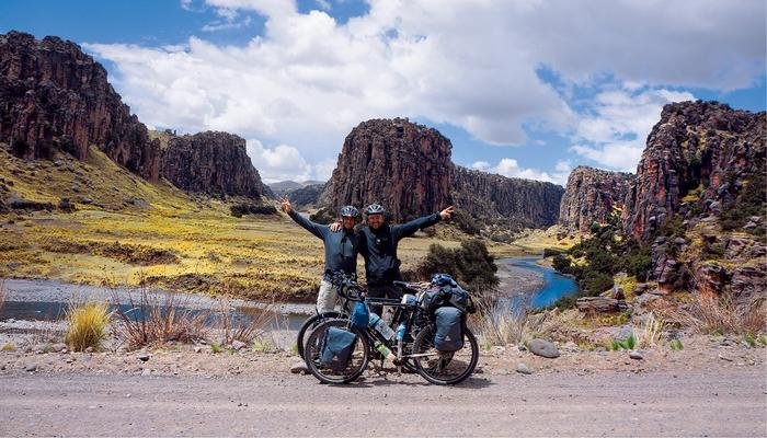Hubert Kisiński i Dawid Andres w Tres Cañones (Trzech Kanionach) nagórnym odcinku rzeki Apurimac
