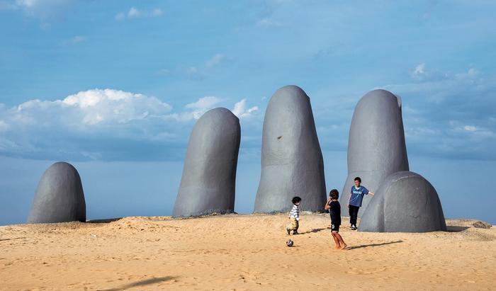 "Symbol Punta del Este i całego Urugwaju – ""Ręka"" autorstwa Mario Irarrázabala"