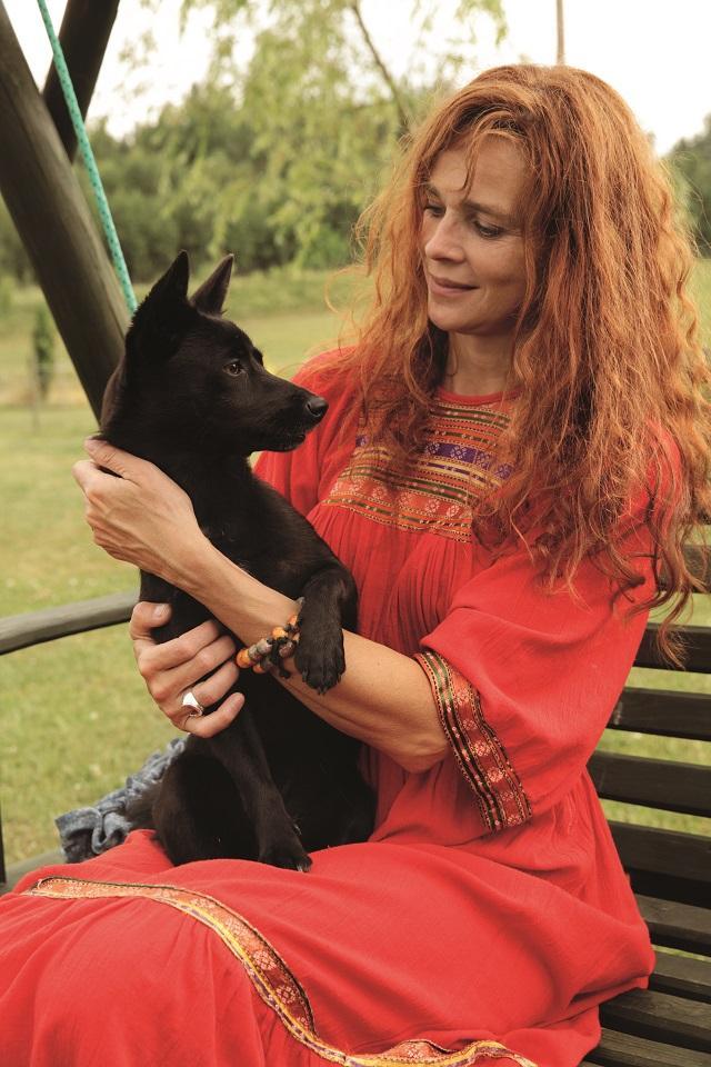 Eulalia  Wojnicz  z przyjaciółką Sambą