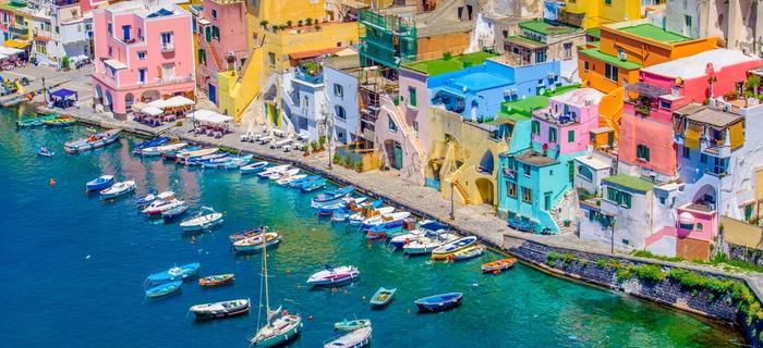 Procida to jedna z bardziej kolorowych wysp włoskich