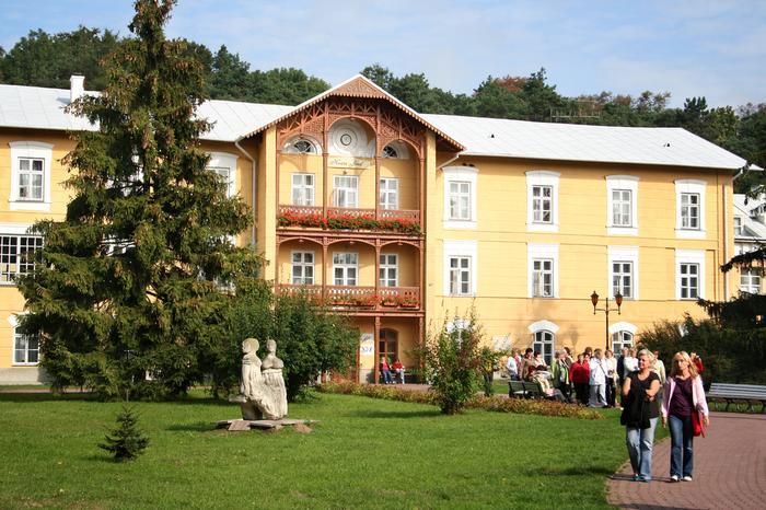 Sanatorium Książę Józef znajduje się w samym sercu Parku Zdrojowego