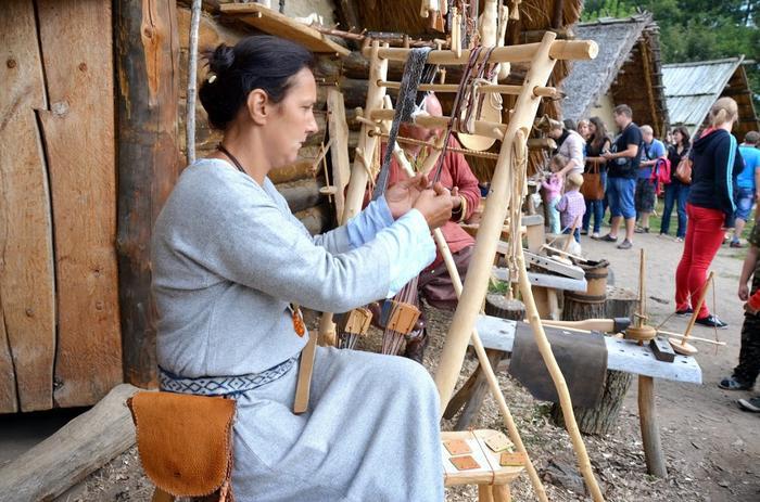 Uczestnicy majówki dowiedzą się między innymi w jaki sposób dawniej wyrabiano tkaniny