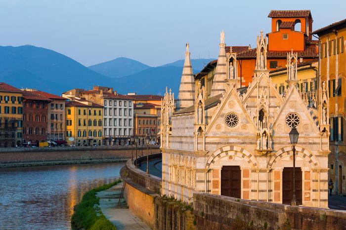 Kościół Santa Maria della Spina nad brzegiem rzeki Arno w Pizie