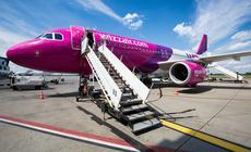 Samolot lini Wizz Air na lotnisku w Katowicach