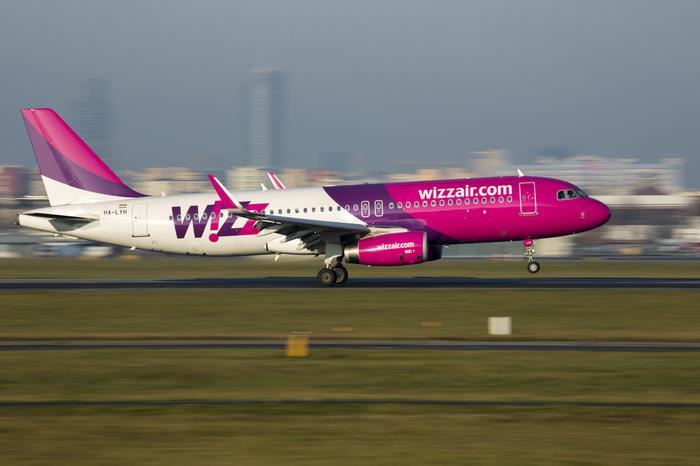 Samolot Wizz Air na lotnisku w Warszawie