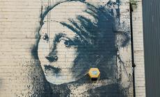 """""""Girl with the Pierced Eardrum"""" todzieło Banksy'ego"""