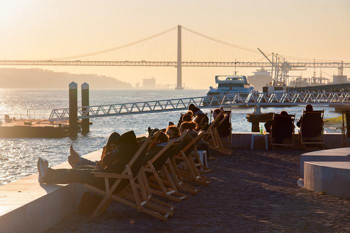 Promenada Ribeira das Naus w Lizbonie