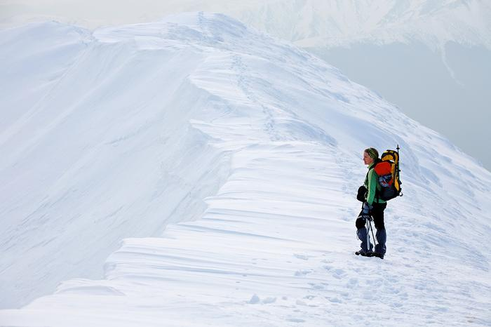 Nawet przed krótką wędrówką warto sprawdzić, co zabrać w góry