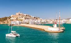 Ibiza – jedna z najbardziej znanych wysp Balearów