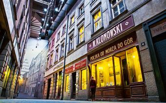 Zrekonstruowana ulica przedwojennego miasta w Muzeum II Wojny Światowej w Gdańsku
