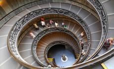 Schody prowadzące do Muzeów Watykańskich