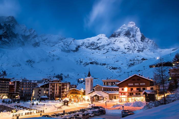 Nad ośrodkiem Breuil-Cerviniaóruje góruje Matterhorn