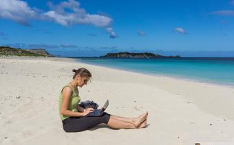 Nie dajcie sobie wmówić, że praca cyfrowego nomady to leżenie na plaży z laptopem