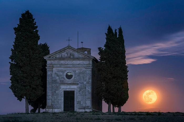 Cappella della Madonna di Vitaleta znana jest ze swojej fotogeniczności