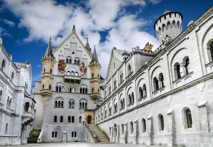 Dziedziniec zamku Neuschwanstein