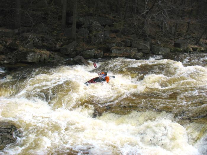Kamienna, jedna z najtrudniejszych rzek w Polsce na rafting
