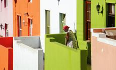 W dzielnicy Bo-Kaap sąsiedzi wspólnie ustalają barwy domów, by dobrze się ze sobą komponowały