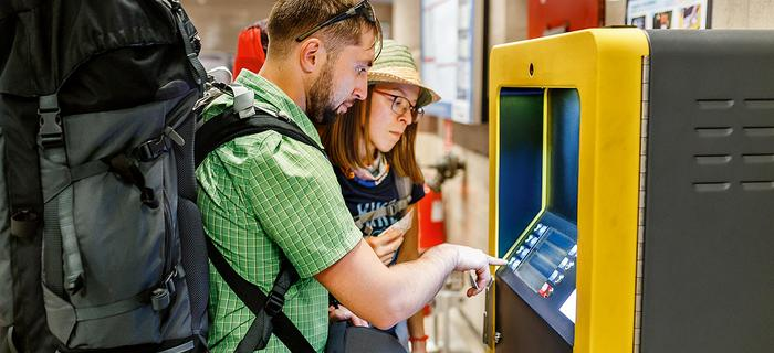 W bankomatach zwróćmy uwagę, czy przy czytniku nie ma nakładek skanujących