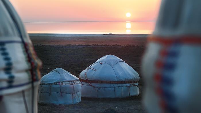 Świt nadresztkami Morza Aralskiego. Szacujesię, żeuzbecka część akwenu wyschnie wciągu kilkunastu lat