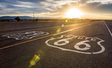 """W powieści """"Grona Gniewu"""" John Steinbeck nazwał Route 66 Drogą Matką"""