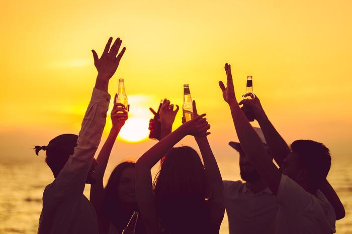 Czy spożywanie alkoholu na plaży powinno być legalne?