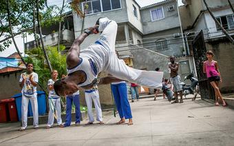 Lekcje capoeiry prowadzi wRiodeJaneiro kilka szkół