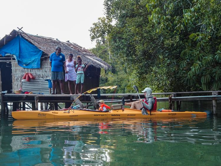 Dagmara, Leszek i Dobrawa Jureccy na wyprawie kajakowej po indonezyjskim archipelagu Raja Ampat