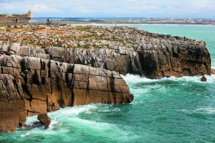 Fort czuwa nad skalistymi klifami wybrzeża Atlantyku w Peniche, fot. Julia Zabrodzka