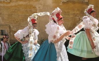 Uczestniczki krojovanych hodów w Mikulovie, czyli dorocznego święta miejscowości