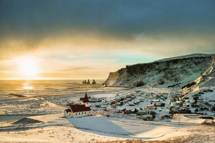 Magiczne małe miasteczka rozsiane są w pasie wzdłuż wybrzeży Islandii