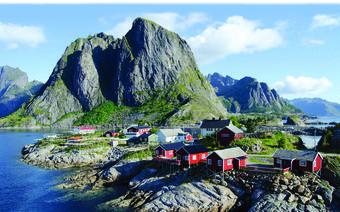 Tradycyjne rybackie domki rorbuer służą obecnie również turystom