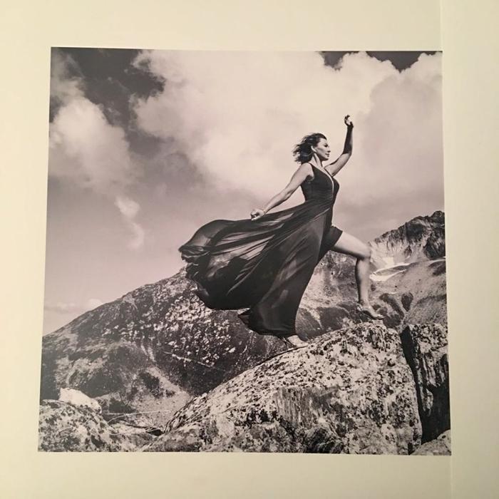 Beauty and Switzerland. Anna Popek na zdjęciu Tomasza Krupy