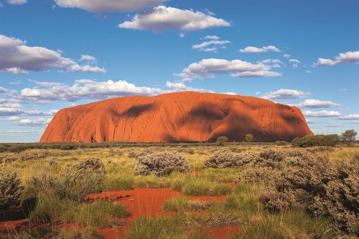 Uluru to ważne miejsce dla rdzennych mieszkańców. Od października 2019r. wspinaczka na górę jest zakazana