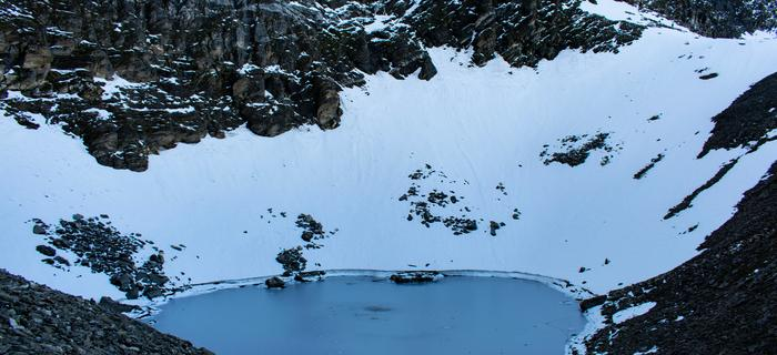 Jezioro Roopkund znane również jako Jezioro Szkieletów