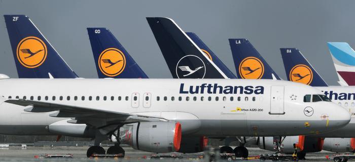 """Samoloty Lufthansy na lotnisku """"Franz-Josef-Strauss"""" w Monachium"""