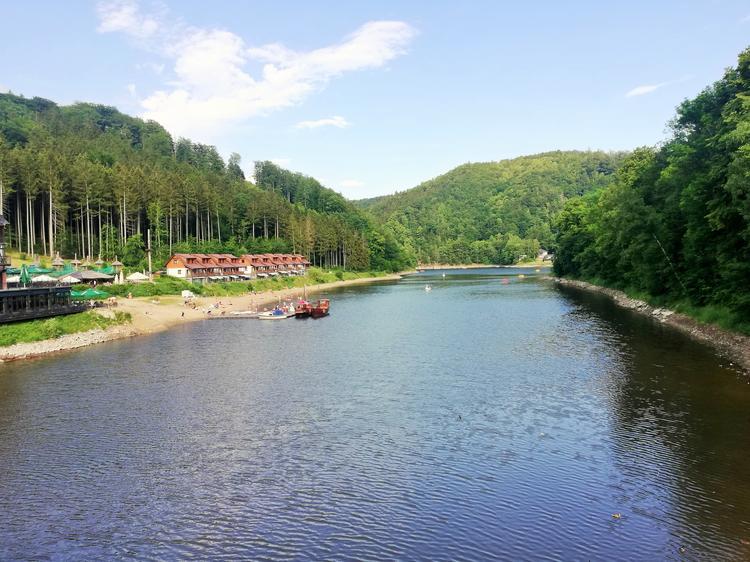 Jezioro Bystrzyckie, położone 20 minut drogi od Świdnicy