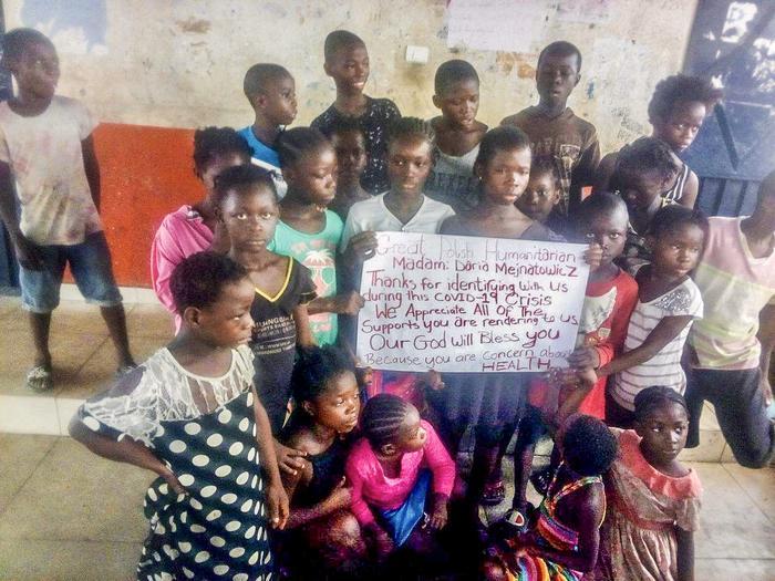 Liberia, slams w Monrowii, pomoc dzieciom - zajęcia sportowe i przekazywanie jedzenia