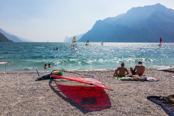 Baza windsurfingowa w Torbole nad jeziorem Garda