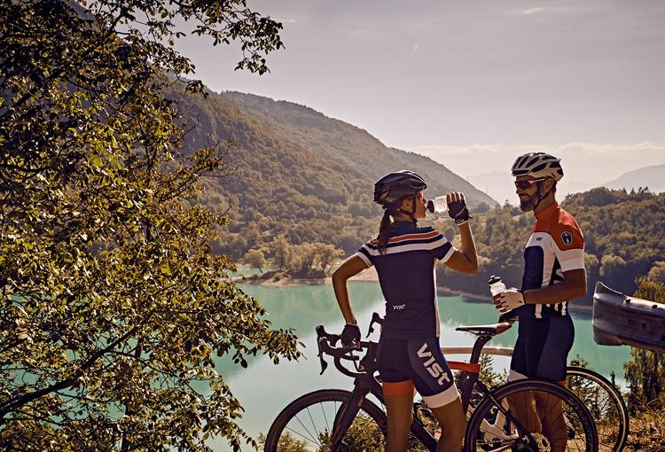 Jezioro Tenno na trasie DoGa - od Dolomitów po jezioro Garda