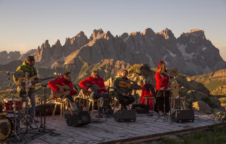 Koncert na Col Margherita - jednym z najpopularniejszych punktów widokowych w Dolomitach
